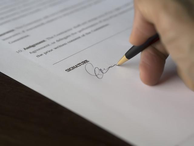 podpis na smlouvě